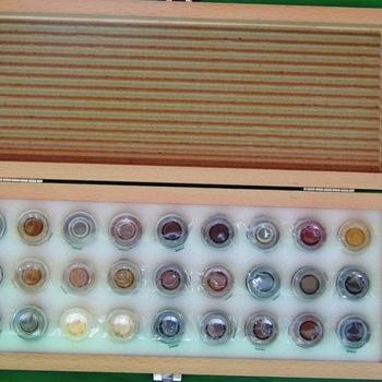 Retoucheerdoos op schellakbasis met 27 x 3 ml kleuren
